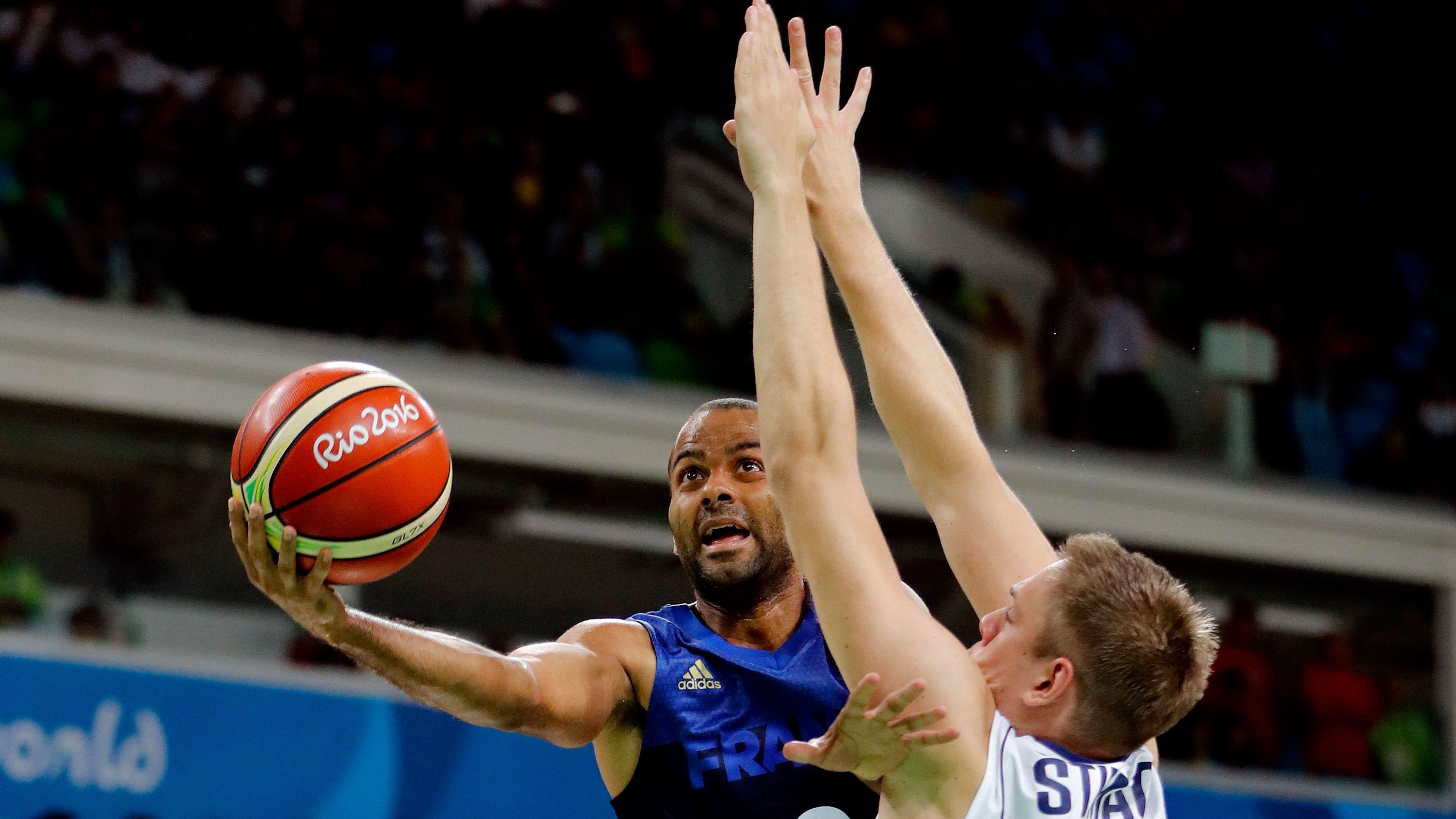 Francia vence a Serbia por 76-75 con canasta de Parker