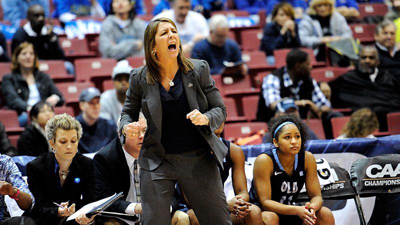 Old Dominion Monarchs Coach Karen Barefoot Signs New 5