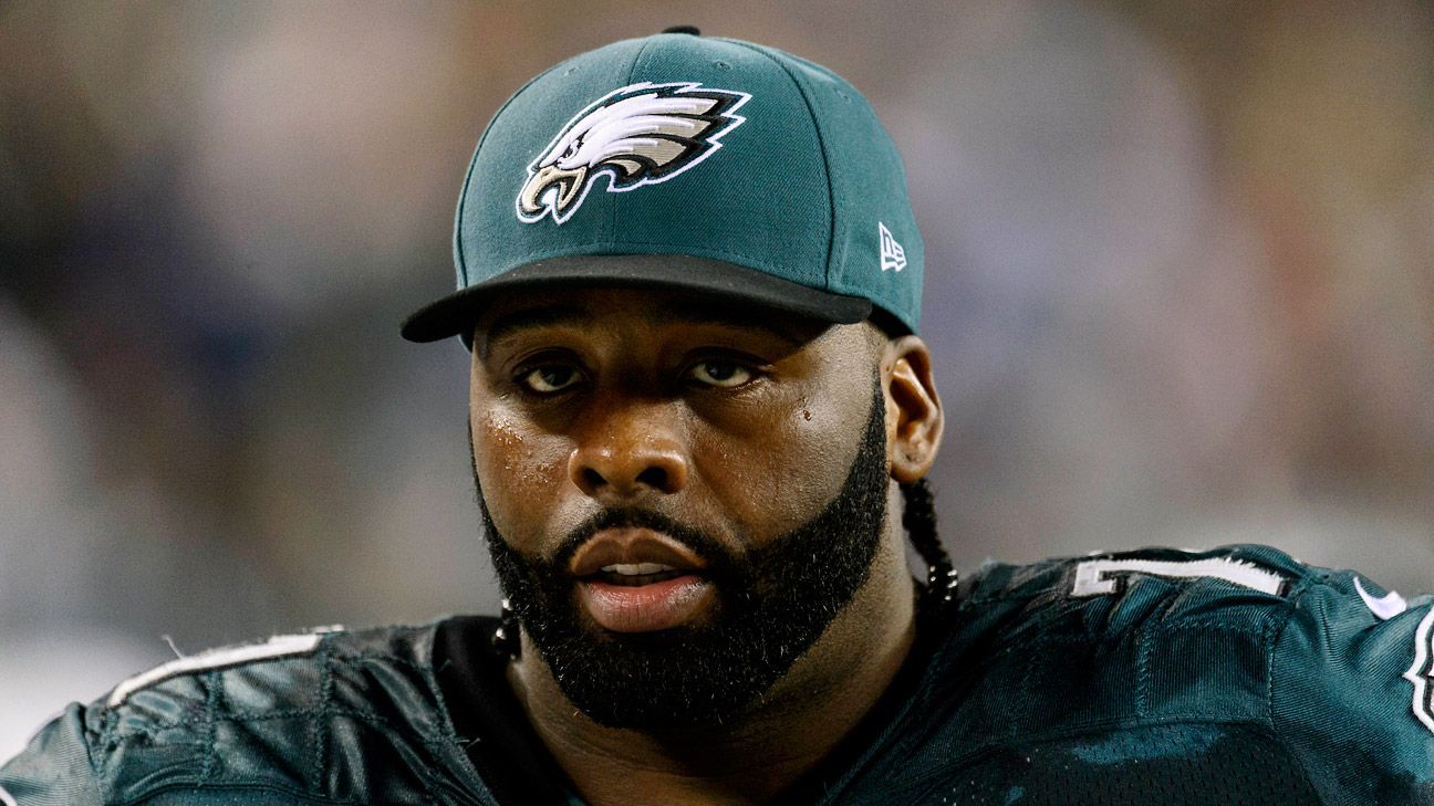 Eagles LT Peters carted off with knee injury
