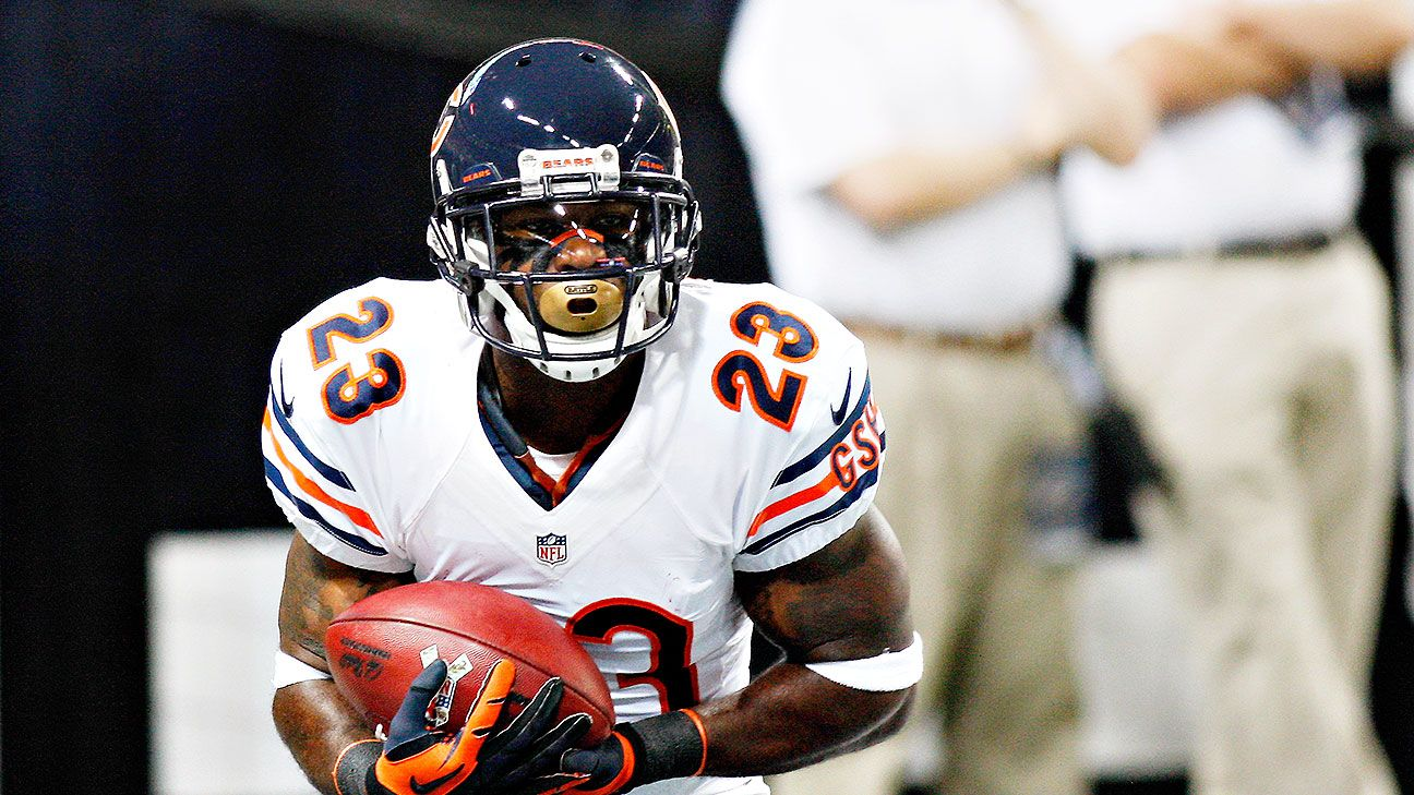 Former Chicago Bears greats Matt Forte and Devin Hester will retire as members of the organization.