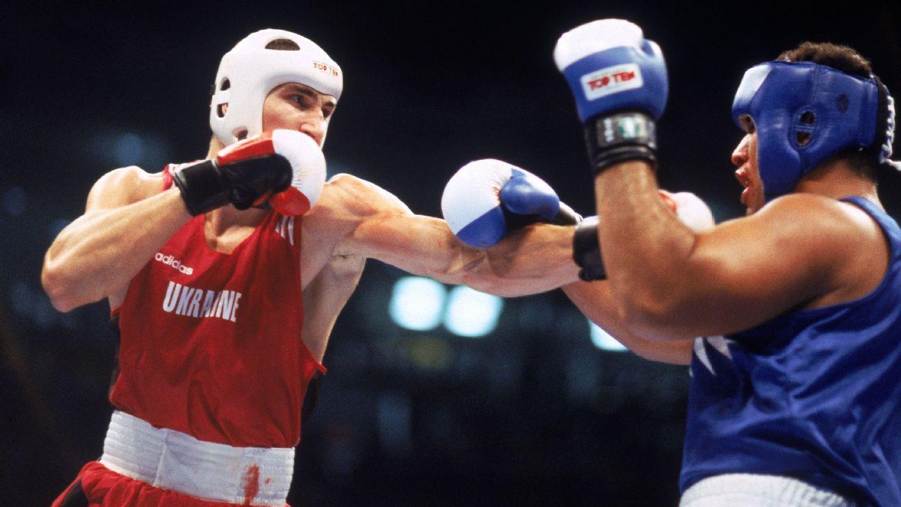 Wladimir Klitschko (de vermelho) foi campeão olímpico em 1996