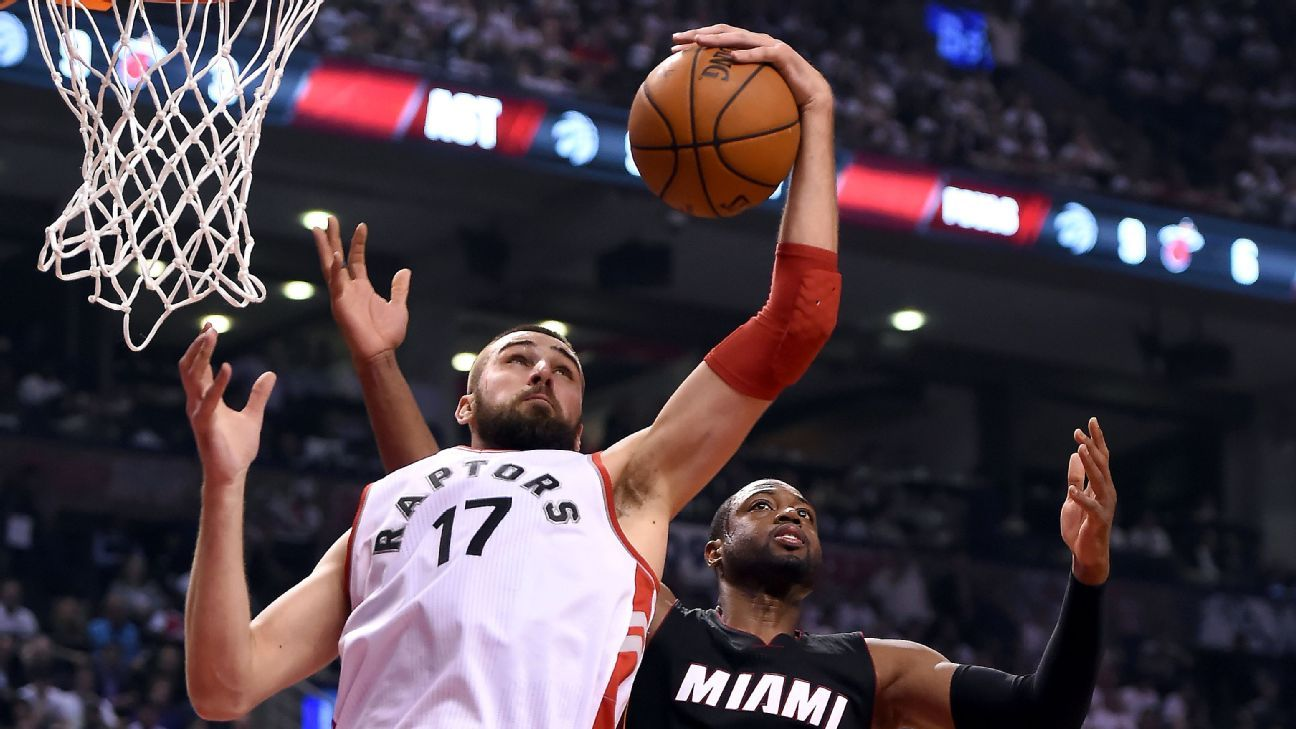 With guards struggling, Toronto Raptors should go to Jonas Valanciunas