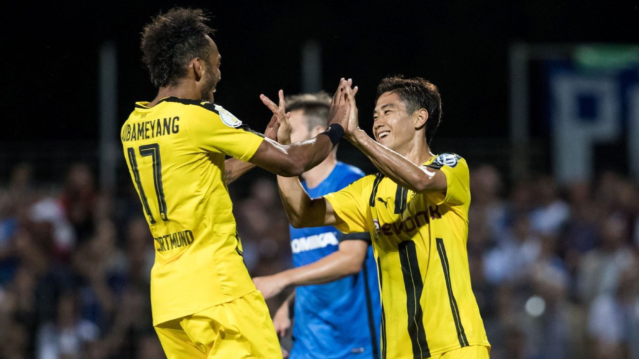 shinji kagawa brace helps dortmund advance in dfb pokal. Black Bedroom Furniture Sets. Home Design Ideas