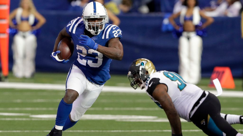 Running back Frank Gore, who ranks fifth on the all-time rushing list with 14,026 yards, is signing a one-year deal with the Dolphins, a source confirmed to ESPN.