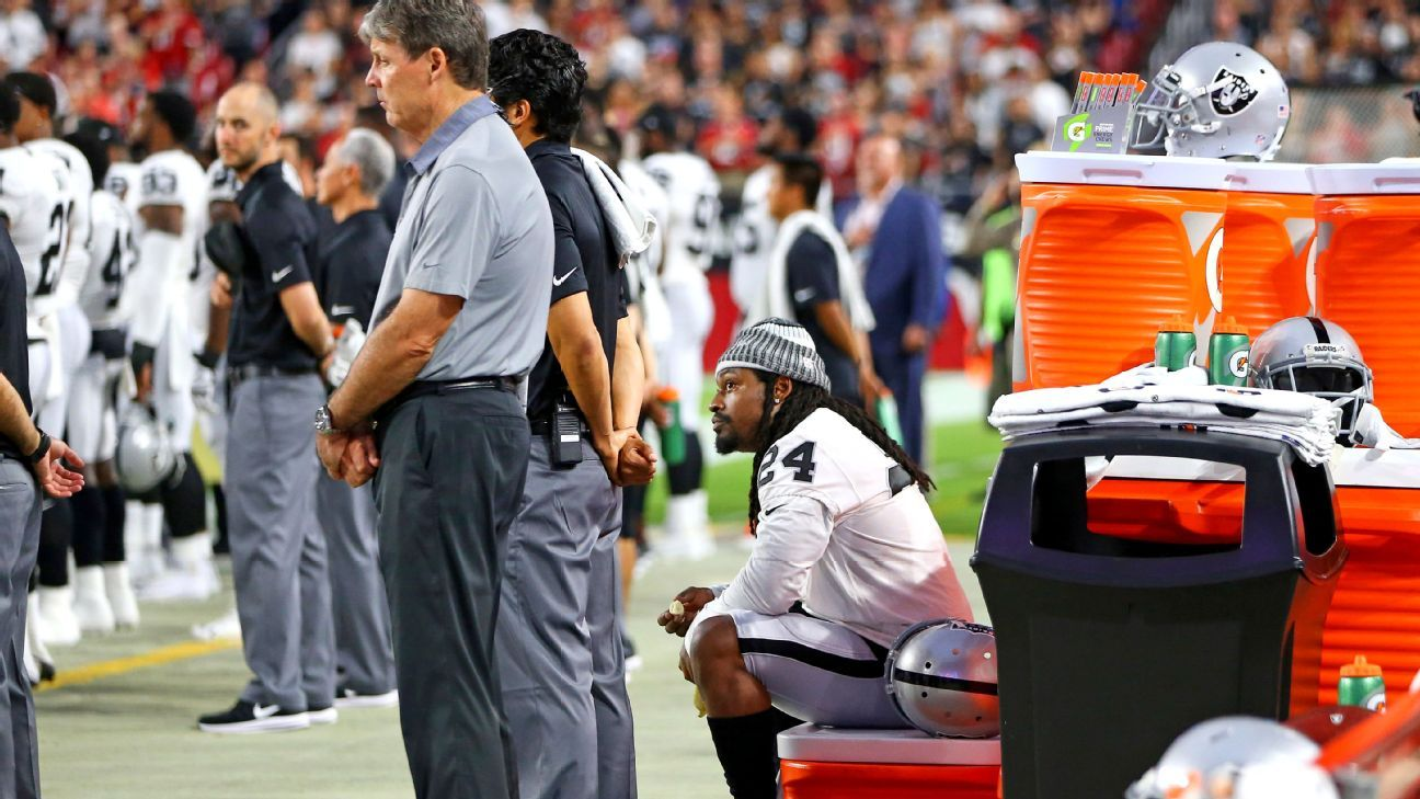 Raiders RB Lynch remains seated during anthem