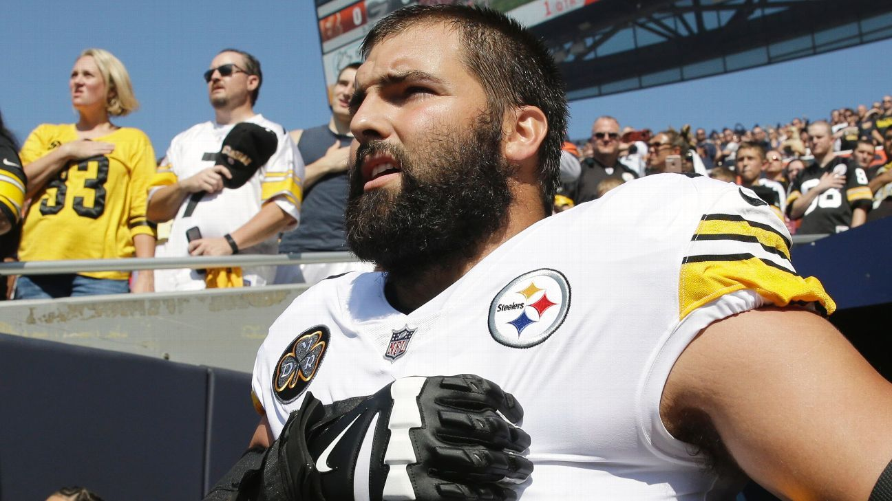 Alejandro Villanueva of Pittsburgh Steelers has top-selling gear since standing for national anthem