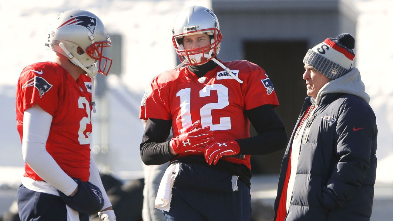 Tom Brady of the New England Patriots at warmups Thursday with gloves on both hands