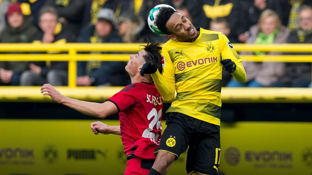 passenger pierre emerick aubameyang booed as freiburg hold bvb. Black Bedroom Furniture Sets. Home Design Ideas