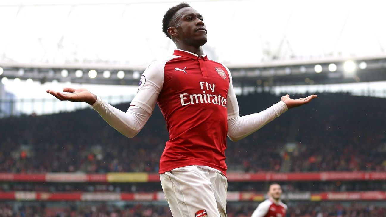 Welbeck trains at left-back amid Arsenal crisis