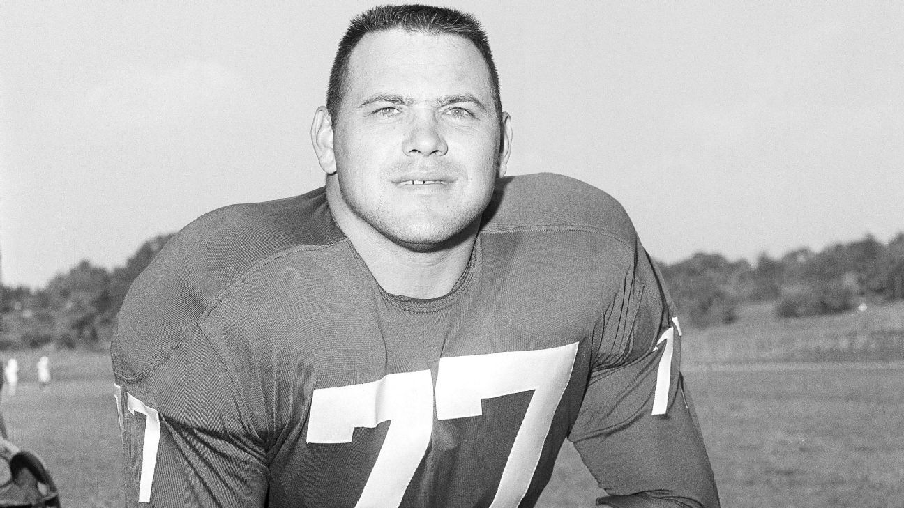 Dick Modzelewski, a star defensive tackle for the New York Giants and Cleveland Browns in the 1950s and '60s, has died at 87.