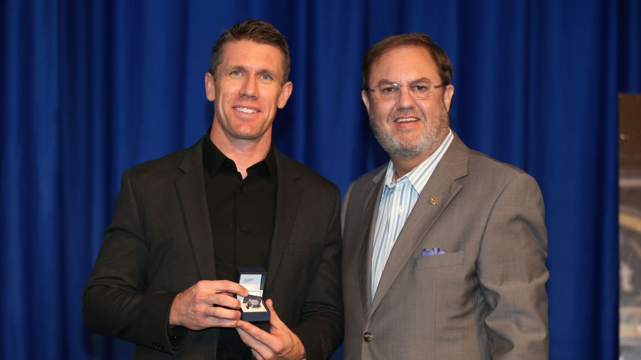 Carl Edwards back in racing? He won't give it a hard 'no.'