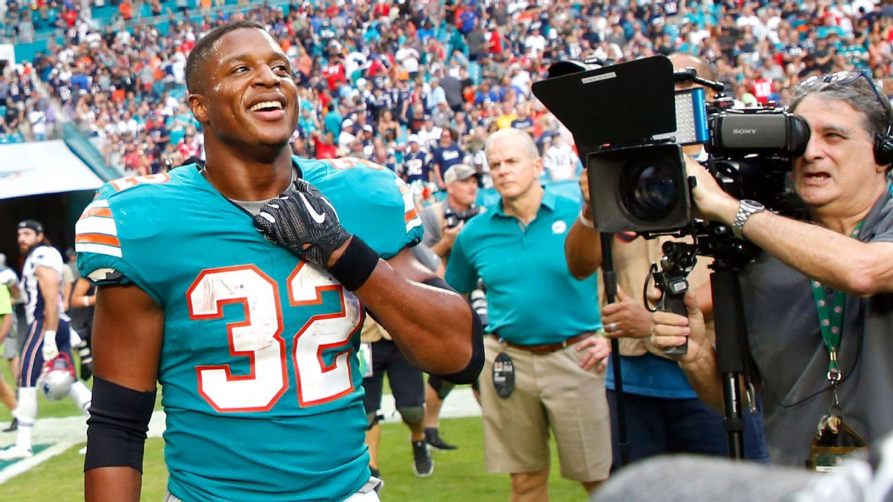 It didn't work exactly the way it was scripted, but the Dolphins improvised, turning a certain loss into a win and staying alive in the AFC race.