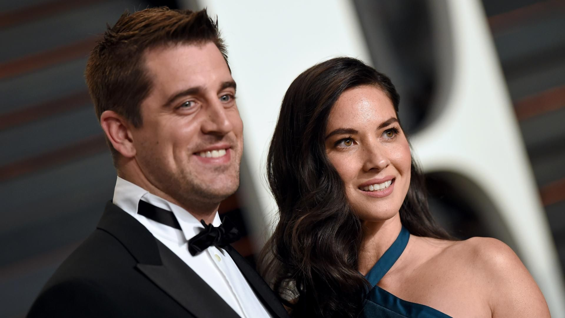 Who is aaron rodgers dating 2014. why is online dating called catfish.