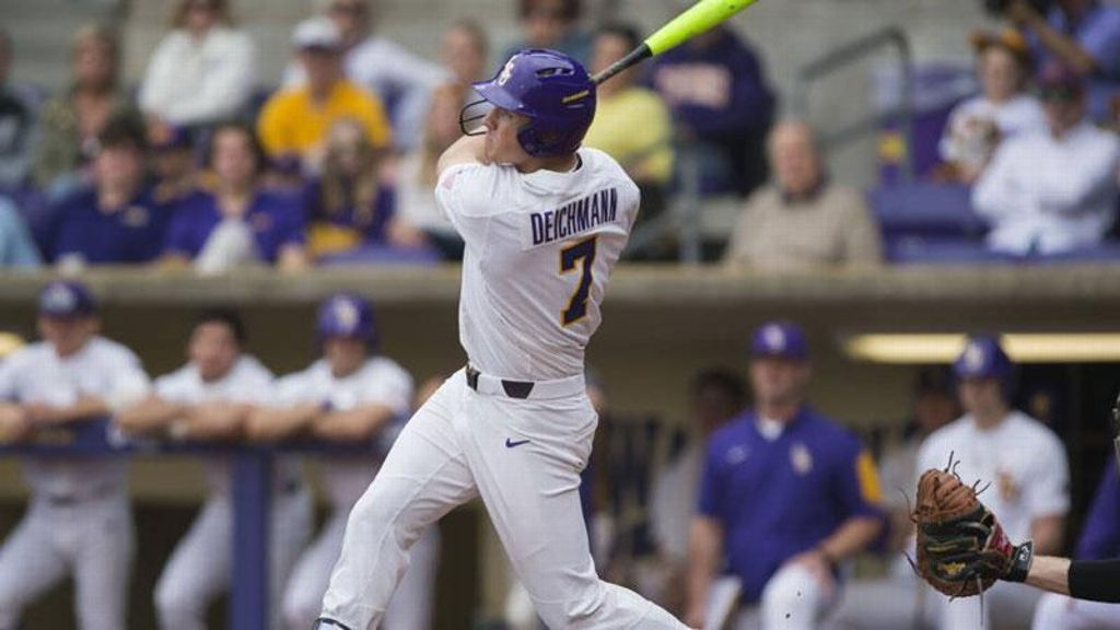 No. 3 LSU wins easily against Hofstra 8-1