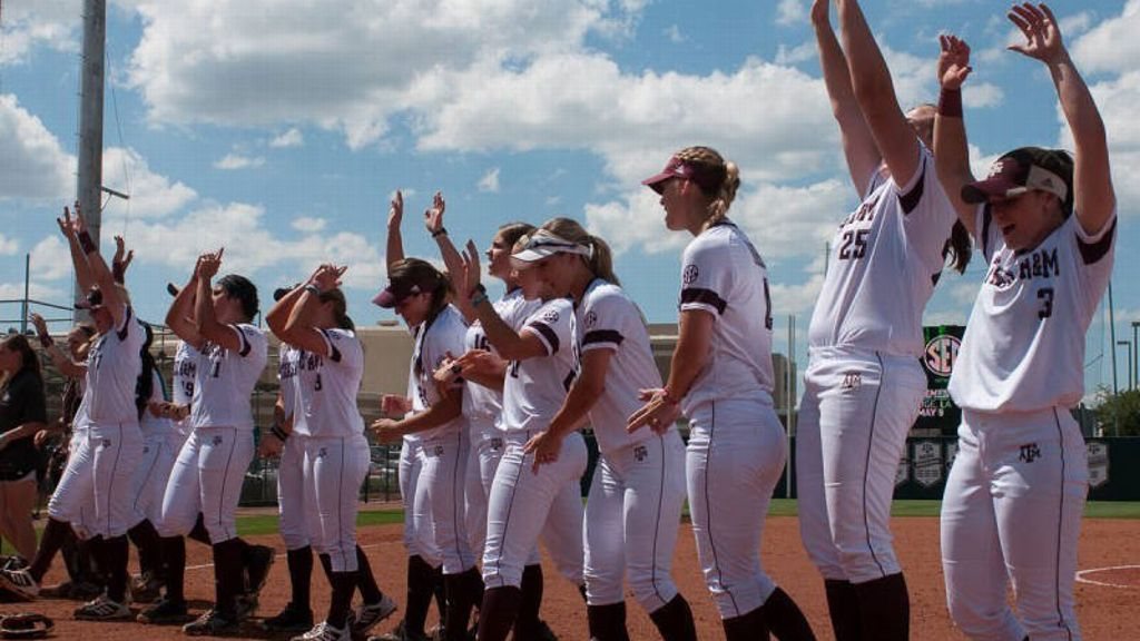 Texas A&M sweeps opening day doubleheader