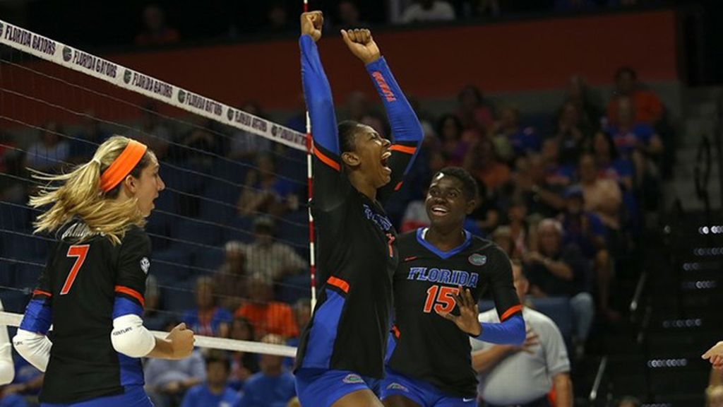 No. 3 Gators survive vs. Arkansas in five-set battle
