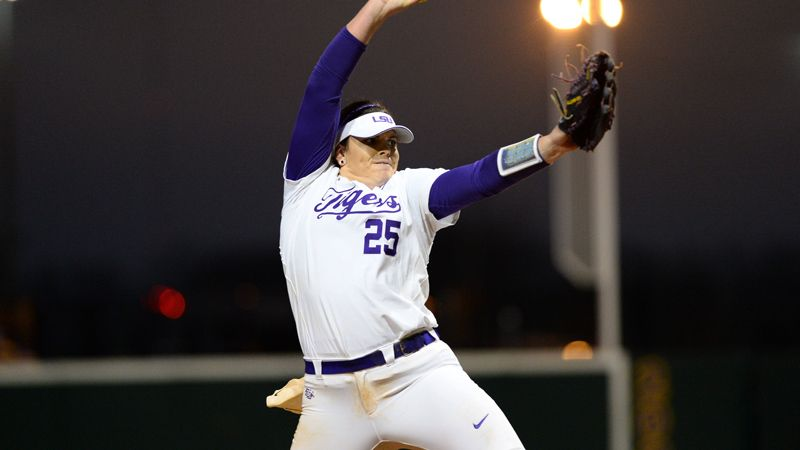 No. 7 LSU stays perfect with DH sweep