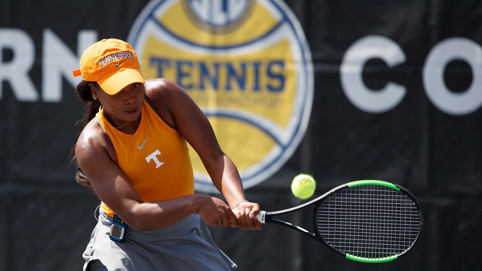 Razorbacks and Vols advance on Day 1 of SEC Tournament