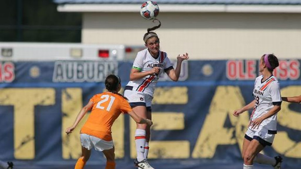 Auburn defeats Tennessee 3-1 to advance to semifinals