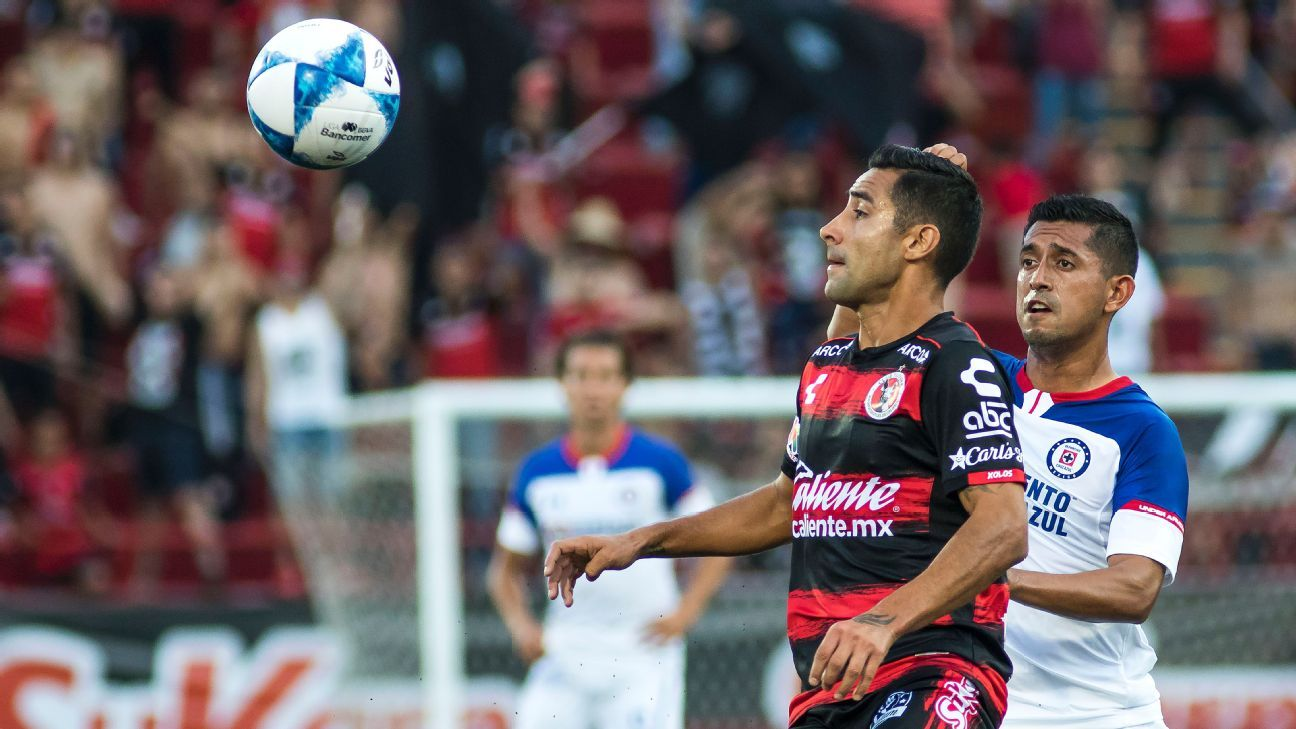 Cruz Azul receives his first goal surrounded by controversy