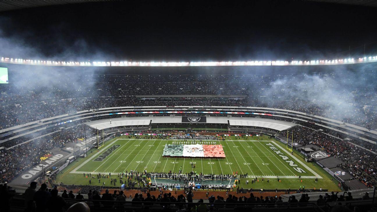 Se está instalando nuevo césped para el juego Kansas City Chiefs-Los Angeles Rams en la Ciudad de México