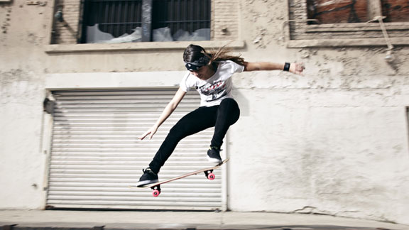 Bufoni is the youngest female to win Street final at Maloof Money Cup.