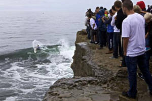 Yet another dramatic battle at the iconic Steamer Lane.