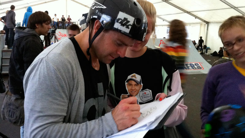 Here, Kachinsky takes the time to sign autographs for fans at the Snickers Urbania contest in Moscow.