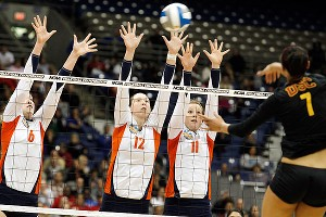 Illinois' Michelle Bartsch, Erin Johnson and Annie Luhrsen, from left, defend against USC's Alex Jupiter in the Illini's  victory over the Trojans.