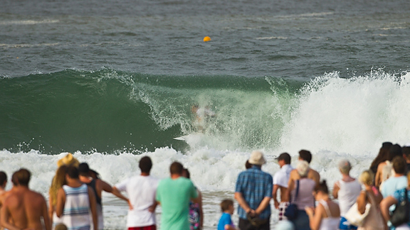 Kolohe Andino took to barrels and airs to win his first official heat on the World Tour.