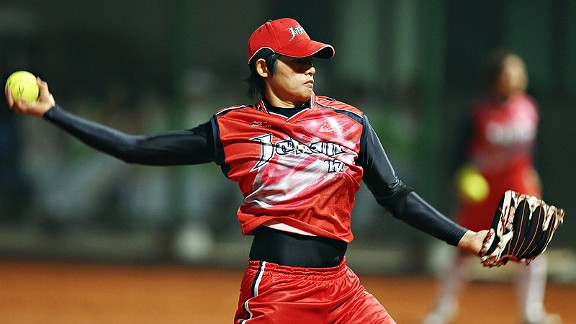 Japanese ace Yukiko Ueno is playing like the No. 1 pitcher and power pitcher in the world.