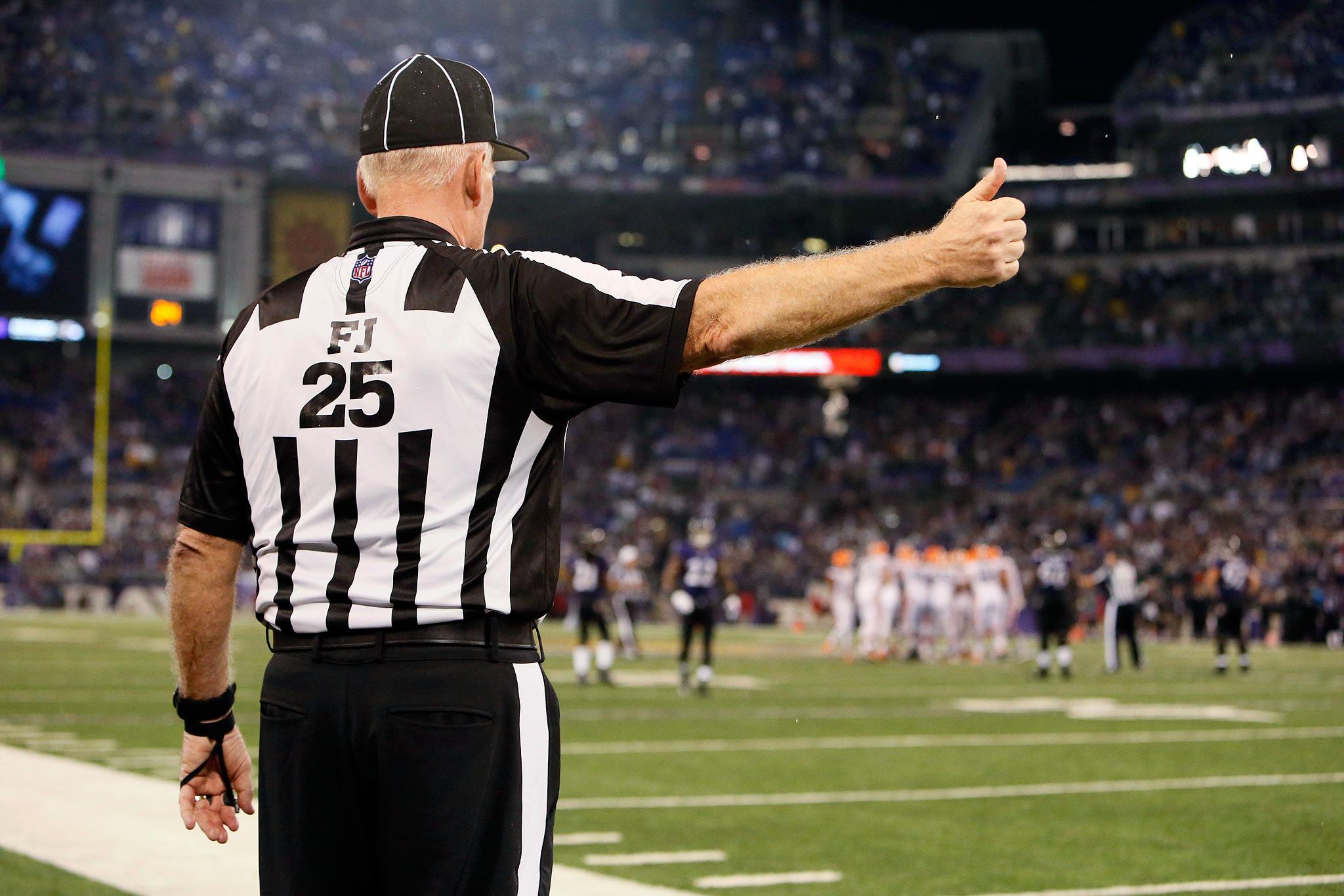 Referee Bob Waggoner