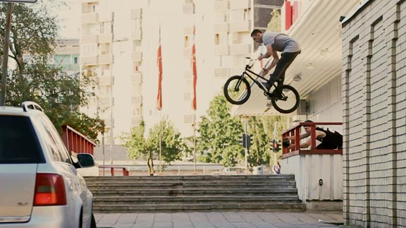 Latvia's Ed Zunda, rail to hard 180 barspin from his winning section in Gold Rush.