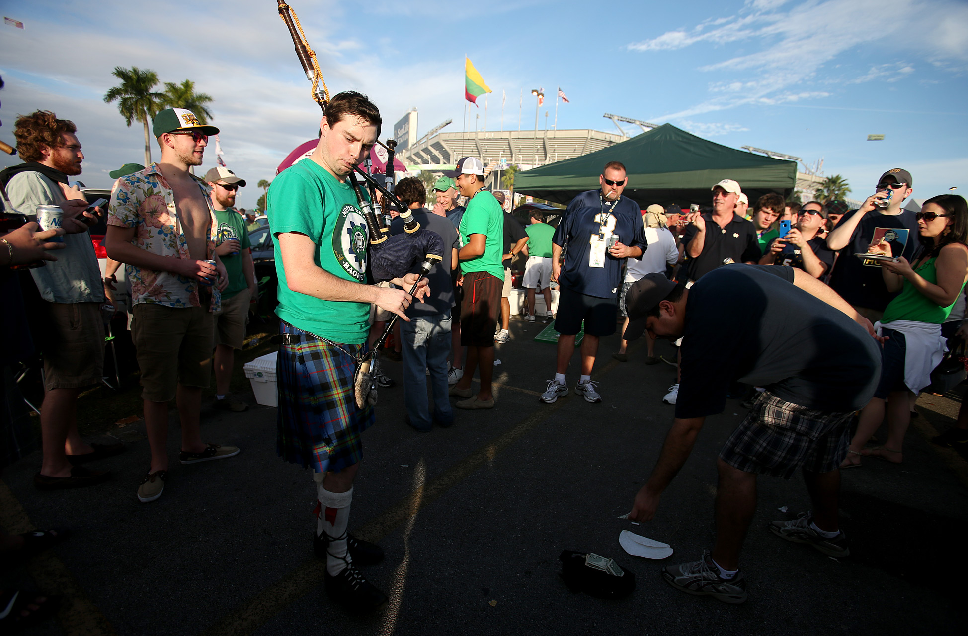 Fan with Bagpipe