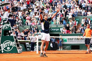 Tommy Robredo's French Open continued with another rally from an 0-2 deficit.