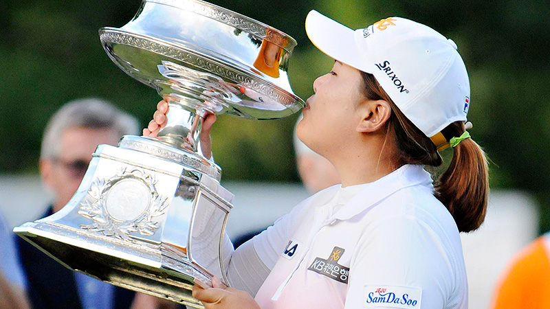 Inbee Park kissed the trophy for the second consecutive major after Sunday's LPGA Championship.