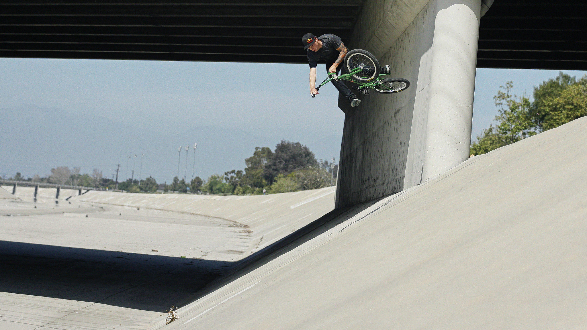 Anthony, wall ride to one-footed table