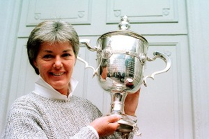 After winning the Kraft Nabisco, the LPGA Championship and the du Maurier Classic, Pat Bradley was named player of the year in 1986.