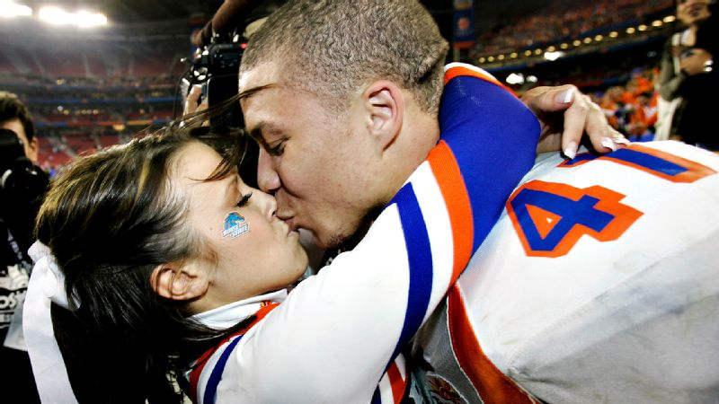 Moments after scoring the 2-point conversion in overtime to give Boise State the Fiesta Bowl title in 2007, Ian Johnson stunned the crowd (and everyone watching from living rooms) by proposing to his cheerleader girlfriend Chrissy Popadics. She cheerfully (pun intended) accepted, and the two celebrated the days momentous event  with a kiss that lives on as one of the cutest moments in bowl history. An admittedly short list to be sure.