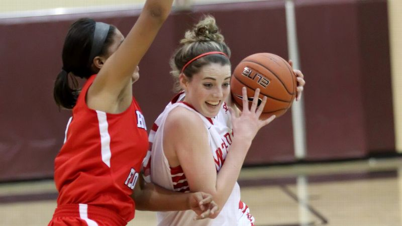 Katie Lou Samuelson scored 38 points and helped No. 1 Mater Dei (Santa Ana, Calif.) survive a serious first-round scare against No. 5 Homewood-Flossmoor (Ill.). (Photo: Bruce Yeung/Icon SMI)