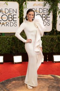 Paula Patton was overpowered by her overembellished Golden Globes gown.