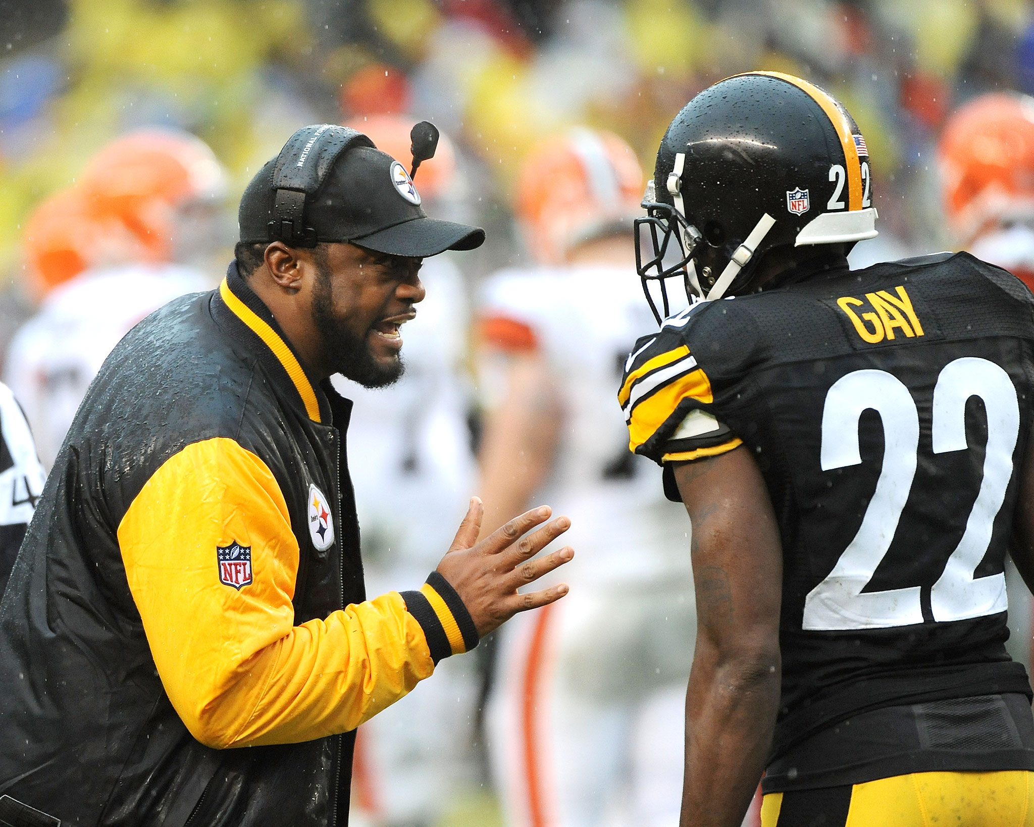 PITTSBURGH, PA - DECEMBER 29:  Head coach Mike Tomlin of the Pittsburgh Steelers talks to cornerback William Gay #22 during a game against the Cleveland Browns at Heinz Field on December 29, 2013 in Pittsburgh, Pennsylvania.  The Steelers defeated the Bro