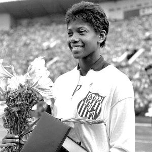 The Women's Sports Foundation presents an annual Wilma Rudolph Courage Award to an athlete who overcomes adversity, makes significant contributions to sports and serves as an inspiration.