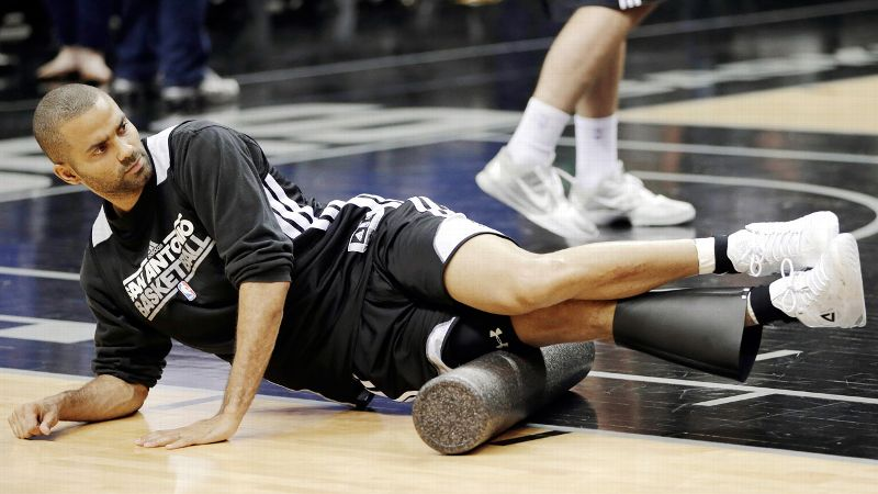 Tony Parker uses a foam roller during a Spurs practice.