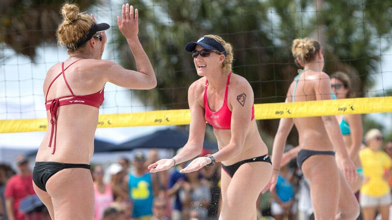 Kerri Walsh-Jennings, right, with new teammate April Ross, set an AVP Tour women's record Sunday with her 67th win.