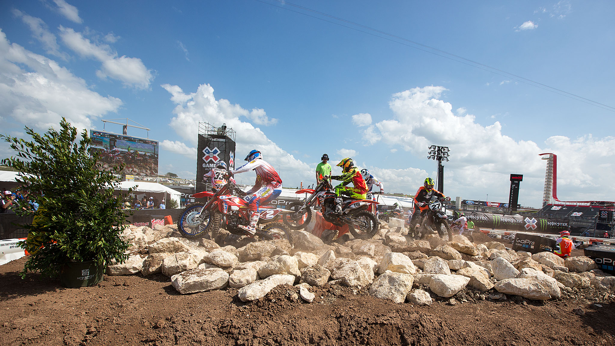 On Friday afternoon, Enduro X athletes battled a challenging course -- and the Texas sun -- for a chance at X Games glory in the first day of competition at Circuit of the Americas.