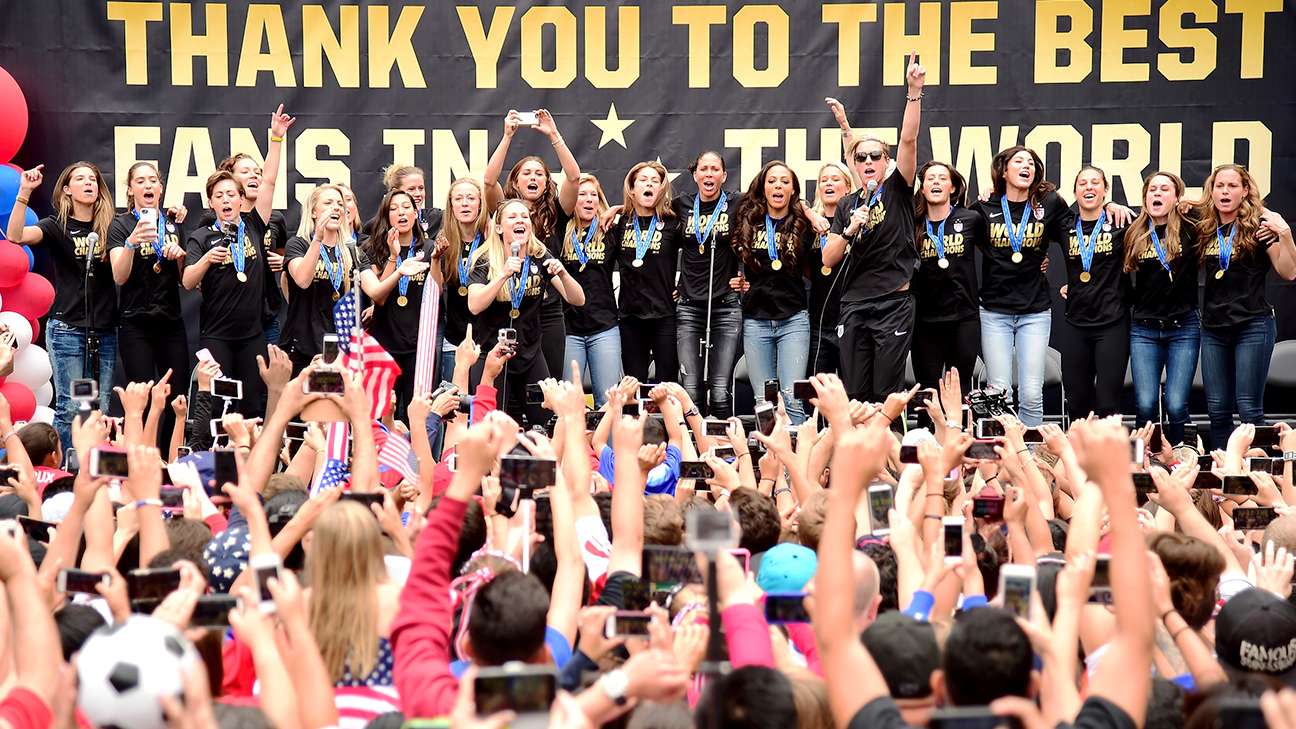 The U.S. women's national team was greeted by a crowd of 10,000 in Los Angeles and will have a ticker-tape parade in New York City.