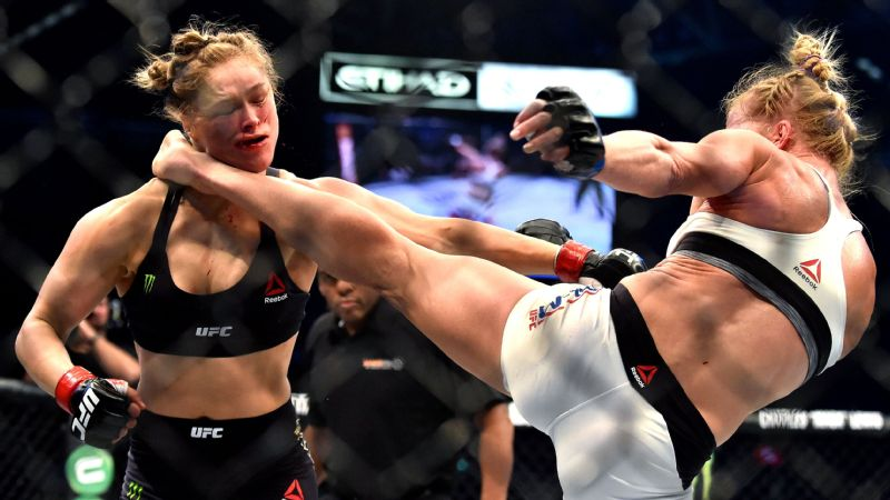 Holly Holm knocks out Ronda Rousey