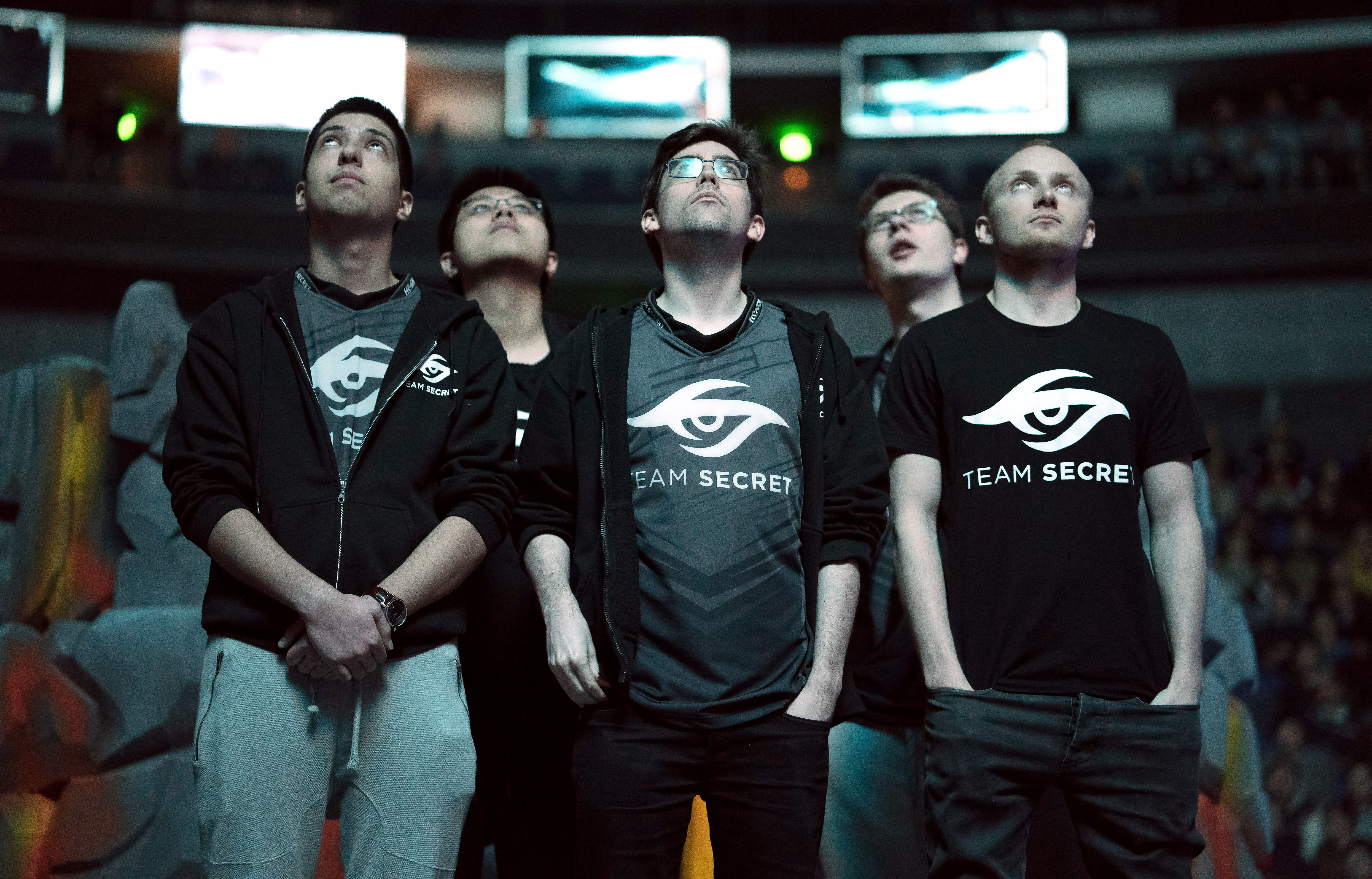 Foreground, left to right: Aliwi w33 Omar, Johan pieliedie strm, Rasmus MiSeRy Filipsen; background, left to right, Jacky EternaLEnVy Mao, Clement Puppey Ivanov,