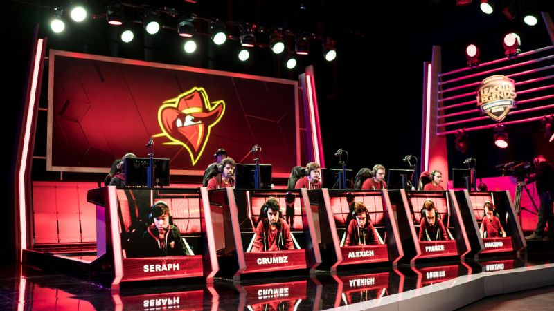 The Renegades competing in the NA LCS.